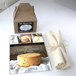 Gift_Basket_The_Cheesemaker_SQ