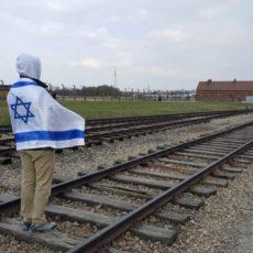 """תוכנית """"שלהבת"""": מסע לפולין ולישראל לילדי המפרץ"""
