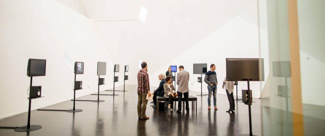 ביקור בתערוכה offgrid offline של האמן הישראלי קותימאן