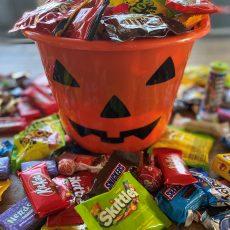 ליל כל המתוקים: מה עושים עם כל הממתקים שנאספו בהאלווין?