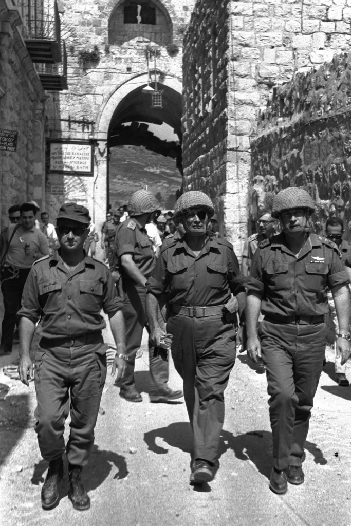 SIX DAY WAR. DEFENSE MINISTER MOSHE DAYAN (C), CHIEF OF STAFF YITZHAK RABIN (R) AND JERUSALEM COMMANDER UZINARKIS ENTER THROUGH THE LION'S GATE INTO THE OLD CITY.