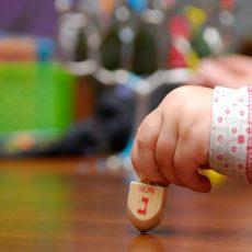 על הסיפור האמיתי של חנוכה ואיך מספרים אותו לילדים?