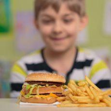 השמנת יתר אצל ילדים: 10 טיפים לשליטה בכמויות האוכל