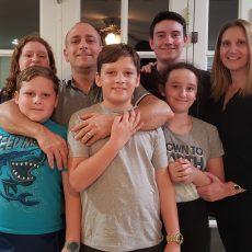 """שיחת חו""""לין עם משפחת סיגורה-קאופמן"""