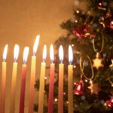 חגיגות חג המולד בגולה: מחשבות על זהות בחודש דצמבר